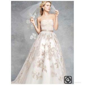 Like new wedding dress 👰🏻💍 Veil included!!